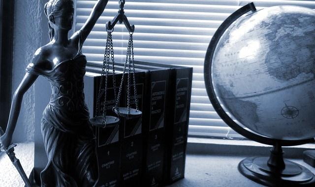 casier judiciaire avec une barre